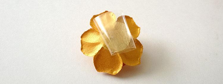 floare-banda-adeziva