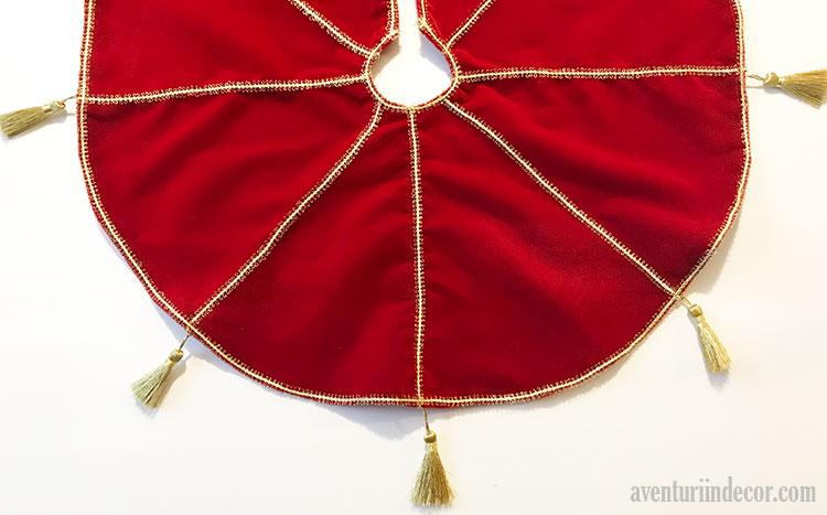 fusta-rosie-auriu-suport-brad-craciun