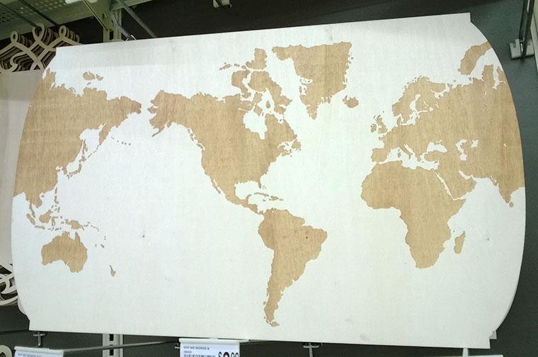 harta-lumii-lemn-alb