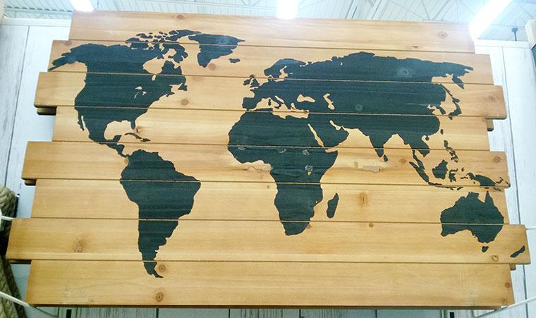 harta-lumii-lemn