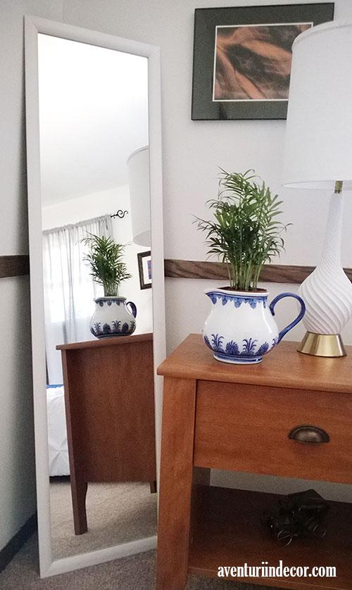 oglinda-cu-rama-alba