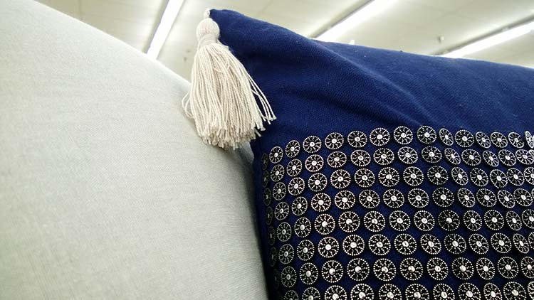perna-albastra-ciucure-paiete