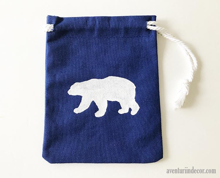 saculet-decorat-cu-urs-polar